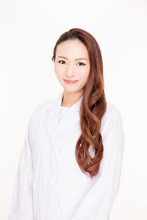 美容皮膚科医の石川佳奈 先生